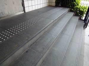 京都佛教大学(受付前階段)