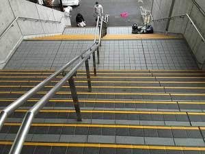 阪神競馬場前階段