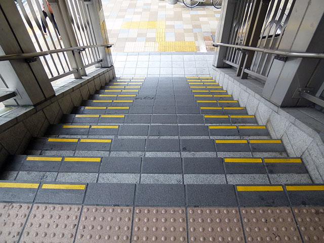 宝塚市 駅連絡歩道橋