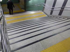 大阪市営地下鉄「天神橋筋六丁目」駅 階段
