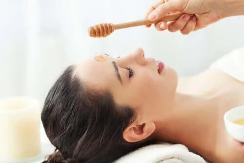 Lift Your Eyelids With 4 Natural Ingredients.