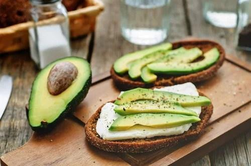 В авокадо содержится более 20 витаминов и минералов