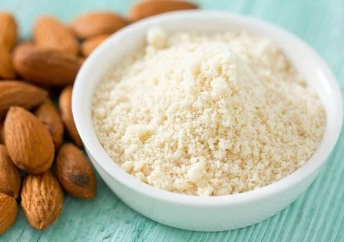Clean the skin with almonds and rosemary