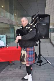image of steve playing bagpipes in kilt at the Big D Climb Dallas 2016