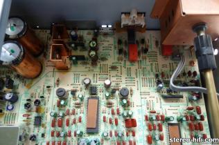 CT-979 widok na wnętrze decka, fragment układu zasilania