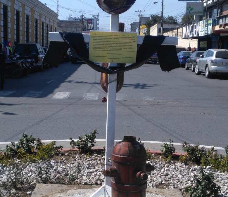 Bomberos piden acción de autoridades municipales para reparar monumento