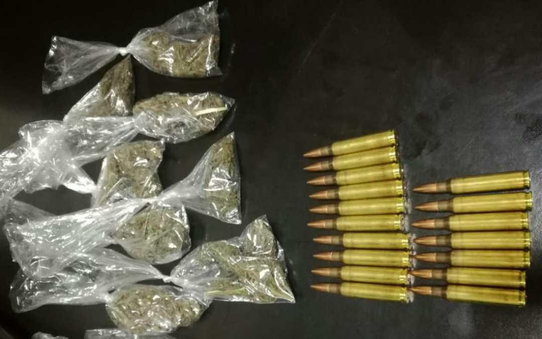 Capturados con droga y municiones