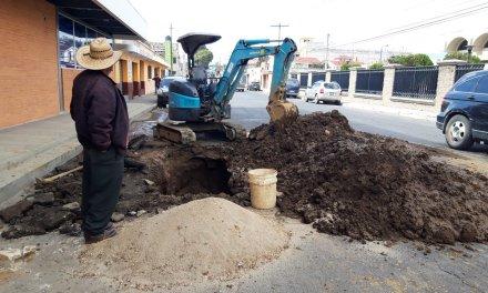 EMAX realiza reparación de tubería en la zona 3
