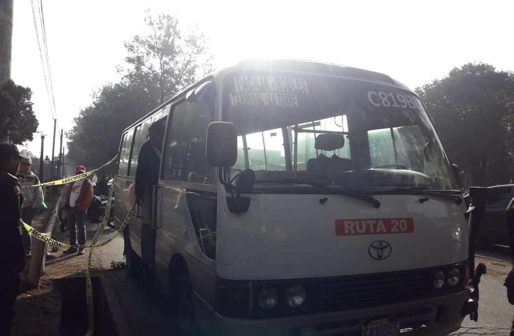 Asalto frustrado a bus en Xela, delincuentes le disparan a ayudante