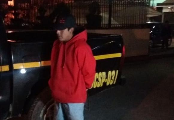Vecinos capturan a hombre sindicado de abusar de menor de edad
