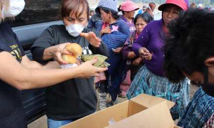 Llevan alegría y refacción al botadero municipal de Xela