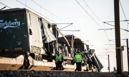 Policía danesa confirma 6 muertos y 16 heridos en accidente de tren