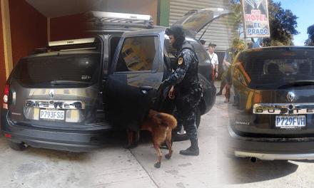 Agente canino detecta cocaína en dos camionetas de la misma línea
