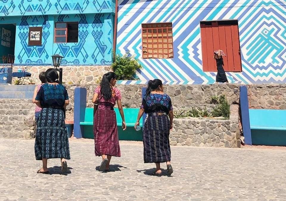 ¿Qué proyecto atrae a turistas en Santa Catarina Palopó?