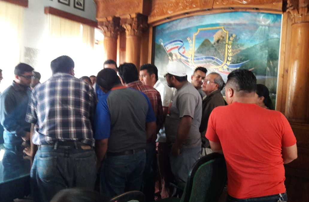 Autoridades continúan en diálogo con vendedores que serán reubicados