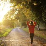 Tres kilómetros diarios: más vida para mujeres mayores