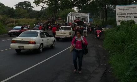 Militares retirados bloquean para exigir indemnización y vivienda