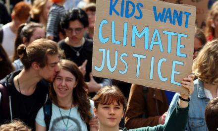 Niños y jóvenes del mundo protestan para frenar el cambio climático