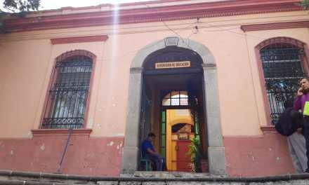 Detectan al menos 12 centros educativos en Xela donde venden drogas