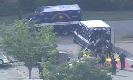 Un hombre mata a tiros a 12 personas en un edificio público en EEUU