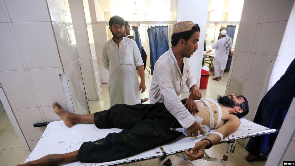Menor se inmola con bomba en Afganistan, atentado suicida deja 6 muertos