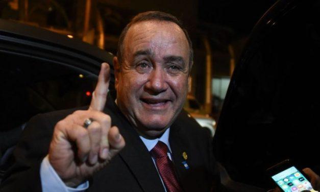 Giammattei presenta a diez ministros y deja pendiente nombrar a cuatro