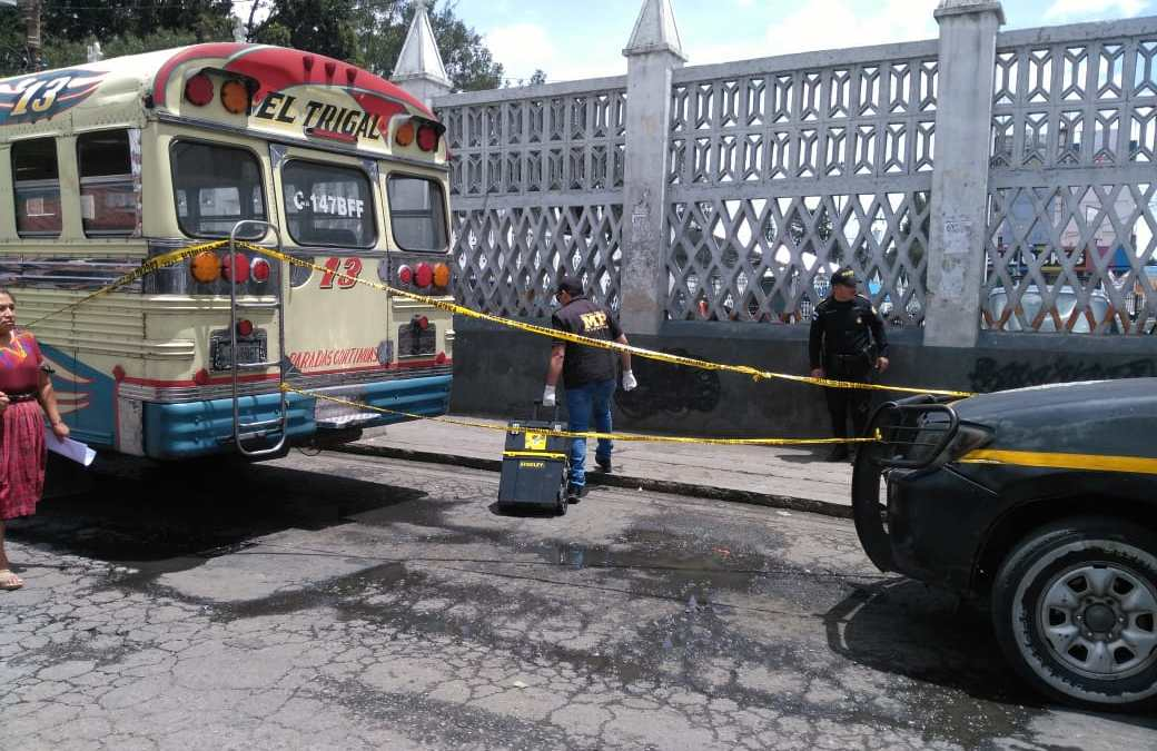 Muere dentro de bus El Trigal