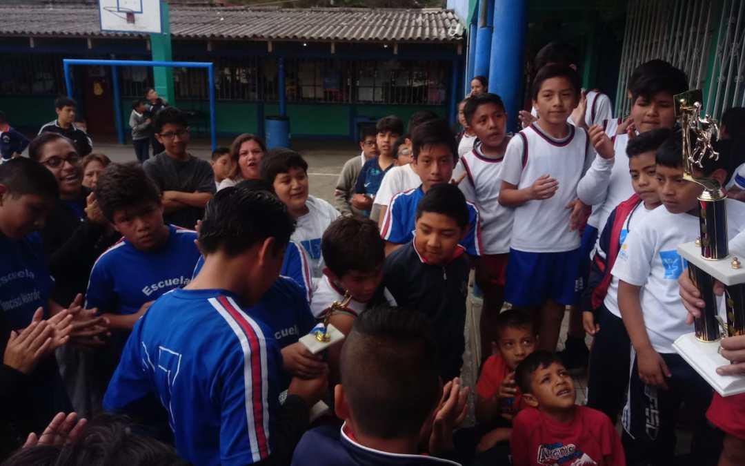 Escuela Manuel Enecon López, se corona en torneo de baloncesto en Xela