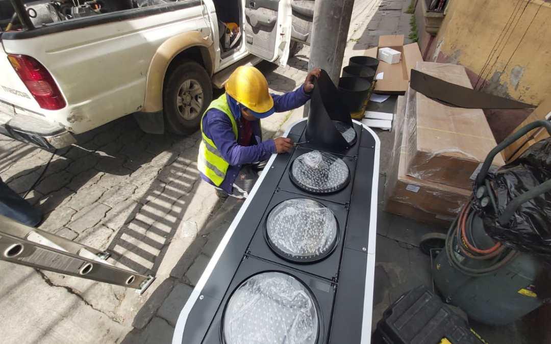 Cambio de semáforos en Xela costará Q220 mil
