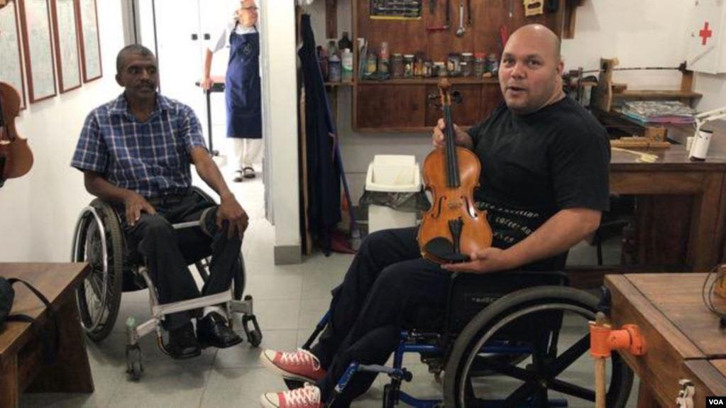 El reto de los discapacitados en Venezuela: «Cuando se va la luz tenemos que rodar y rodar»