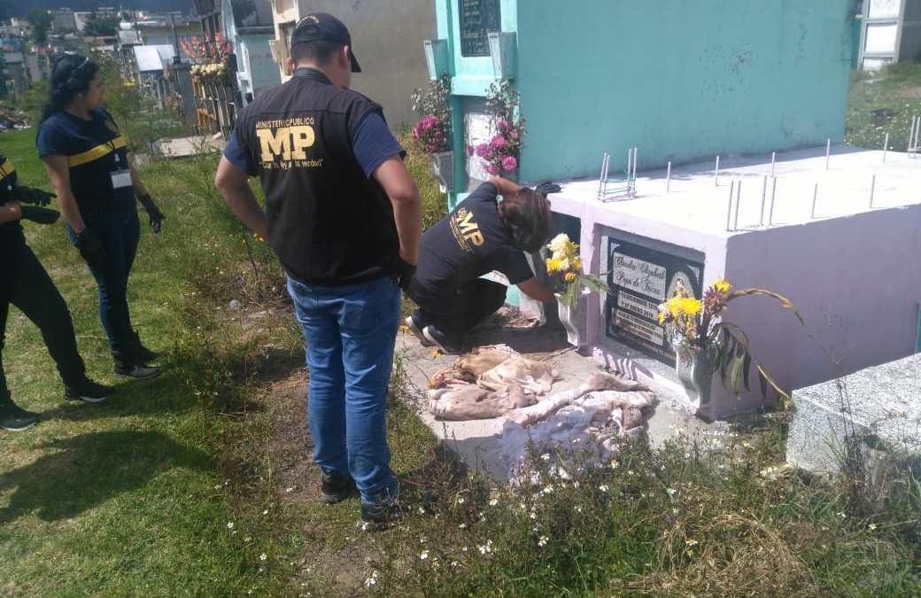 Tumba de menor fue profanada en cementerio de Xela