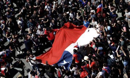 Piñera pide perdón mientras siguen las movilizaciones en todo Chile