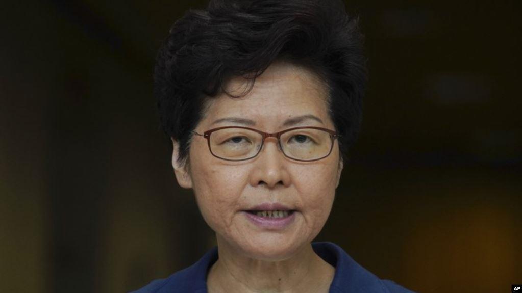 Líder de Hong Kong espera resolver la crisis pero no descarta pedir ayuda a China
