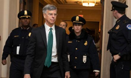 EE.UU.: Testigos declaran en audiencia pública de juicio político a Trump