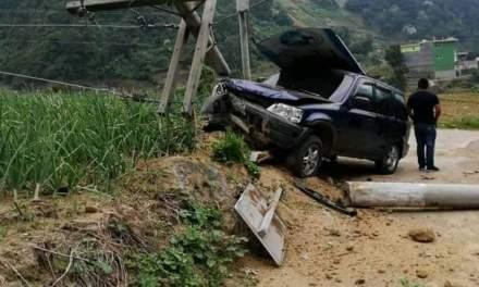 Una herida deja choque de dos vehículos en Zunil