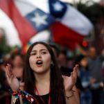 Chile: El gobierno anuncia que trabajará en una nueva Constitución para frenar las protestas