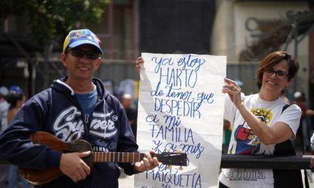 Gobierno encargado insta a los venezolanos a mantenerse en protesta permanente