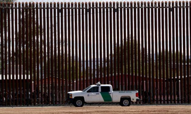 Contrabandistas atraviesan el muro fronterizo «prácticamente impenetrable» de Trump