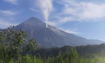 Conred monitorea volcanes activos en Guatemala