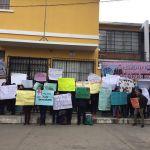 Por segundo día protestan frente a la Escuela Nacional de Enfermería en Xela