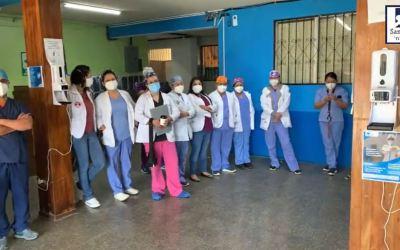 Médicos en Cobán: «Si el problema es el sistema, que nos apunten a mano y después que ingresen los datos»