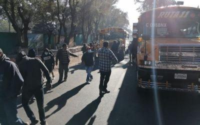 ¿Por qué protestan pilotos de microbuses en Xela?