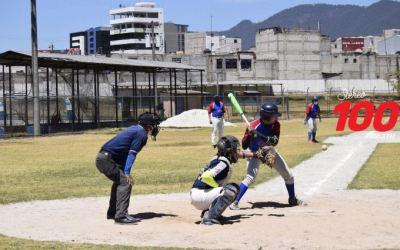 Finaliza torneo de béisbol dedicado al personal del Hospital Temporal COVID-19 Quetzaltenango