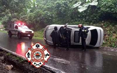 Abandonan vehículo luego de accidente