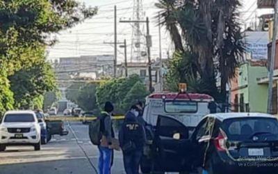 Abandonan tres cadáveres dentro de un vehículo en la zona 12 de Guatemala