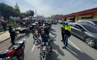 PMTQ sanciona a 34 motoristas y consigna dos motocicletas
