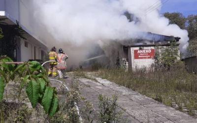 Incendio en anexo de hotel en la zona 5 de Quetzaltenango