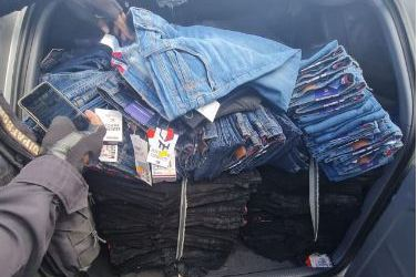 Ligan a proceso a hombre detenido con cargamento de pantalones