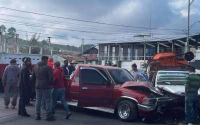 Accidente de tránsito deja a tres personas heridas en peligroso cruce en Salcajá, Quetzaltenango