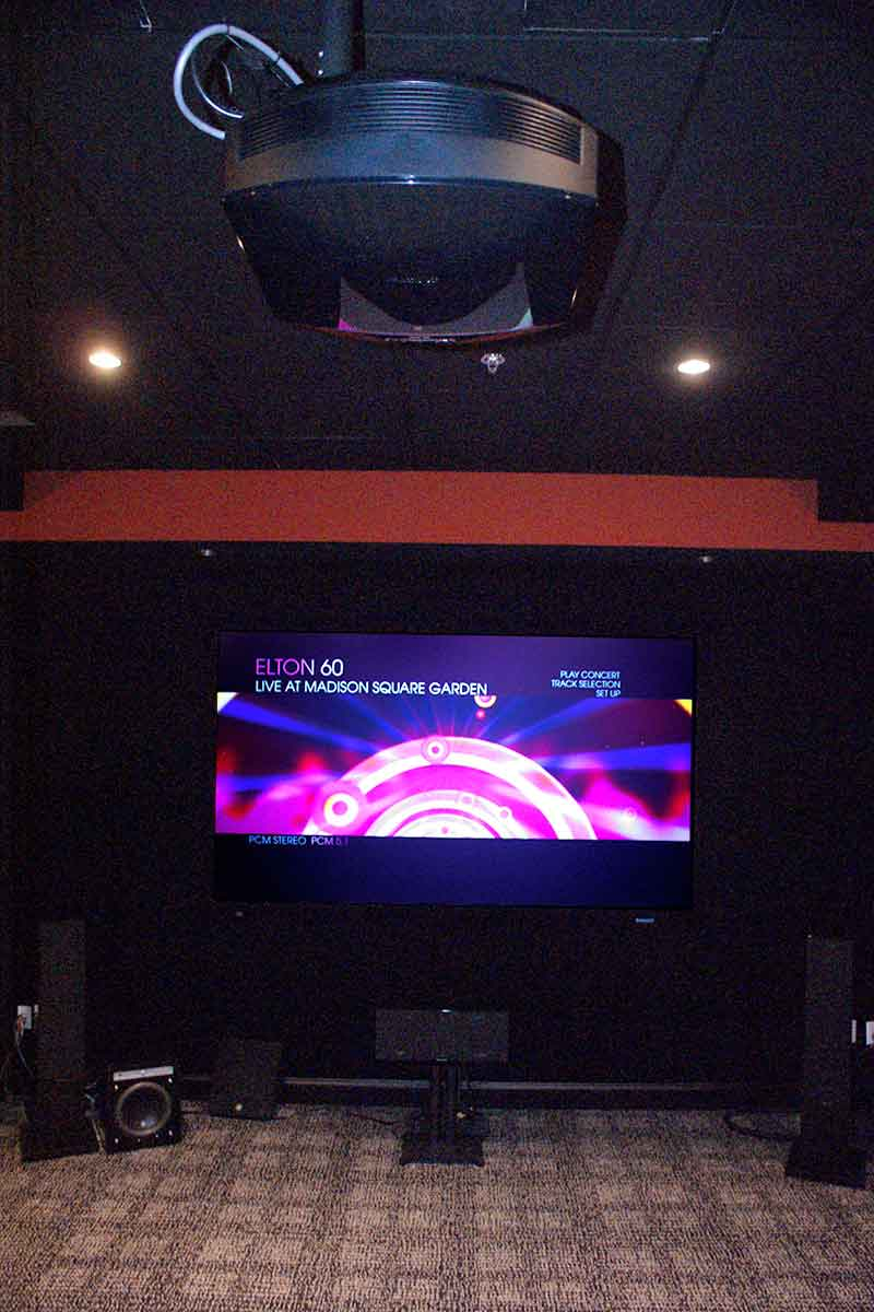 medium resolution of sony hd projector and screen